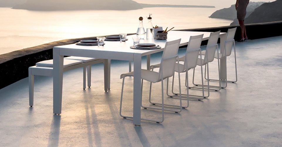 MIRTHE TABLE
