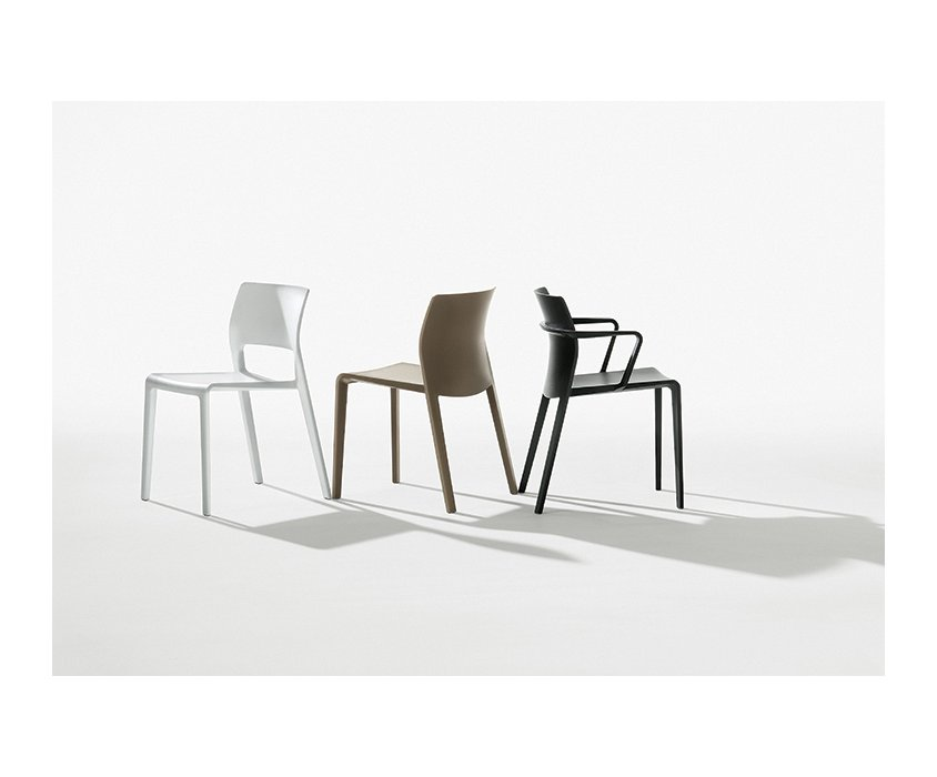 Juno – Closed backrest with armrests